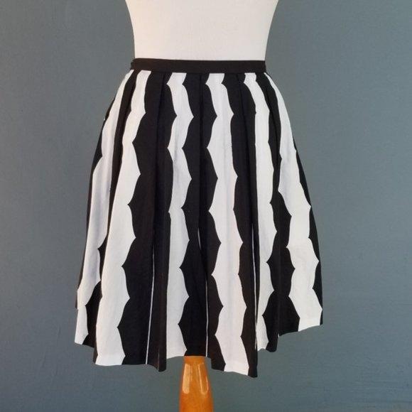 Club Monaco Pleated Full Circle Skirt Black & wht